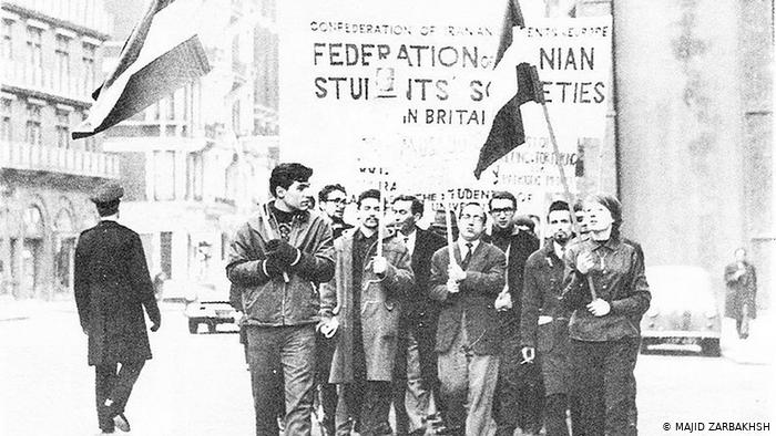 تظاهرات دانشجویان ایرانی در لندن در اعتراض به سفر شاه به اروپا سال ۱۹۶۷ (۱۳۴۶)